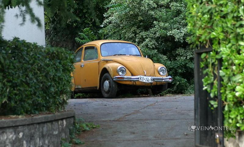 Старое авто в Черногории