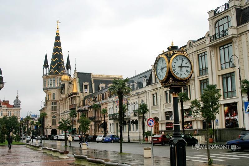 Астрономические часы на площади Европы