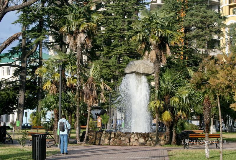 Фонтан-булыжник в Батуми