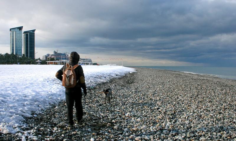 Пляж Батуми зимой