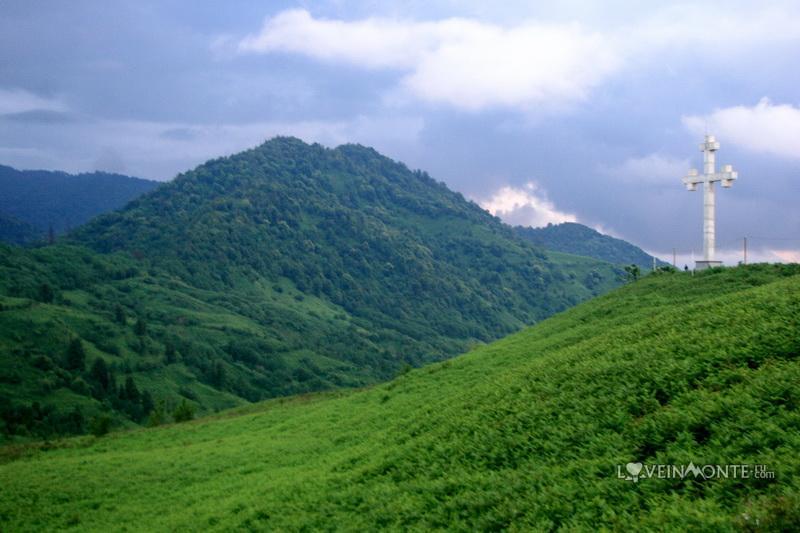 Гора с крестом над Гонио Грузия