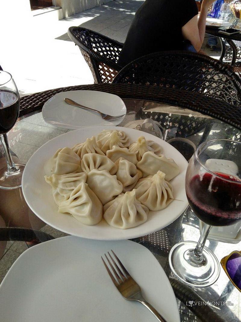 Вино и хинкали
