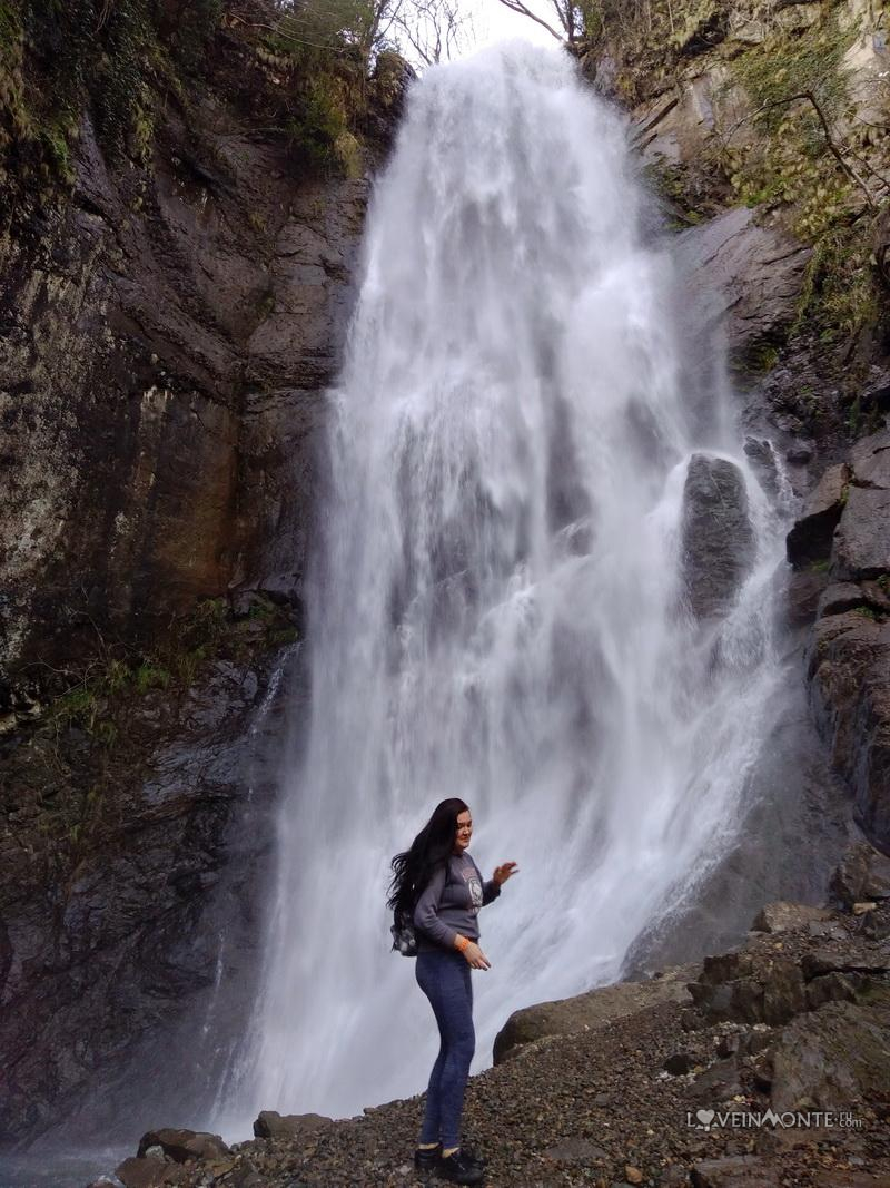 Водопад Махунцети весной