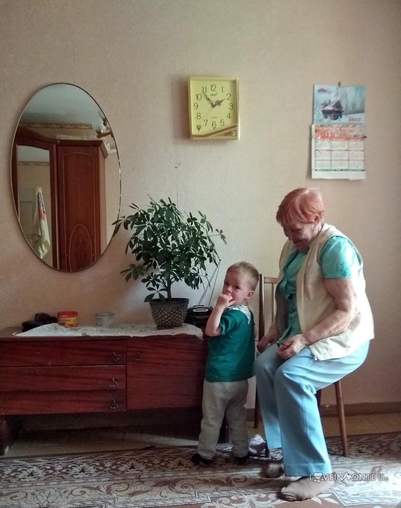 Прабабушка с внуком